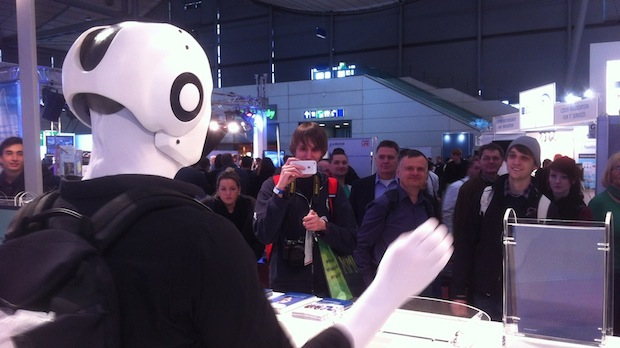 Cebit 2013 Messe Walk Act Robot Gäste