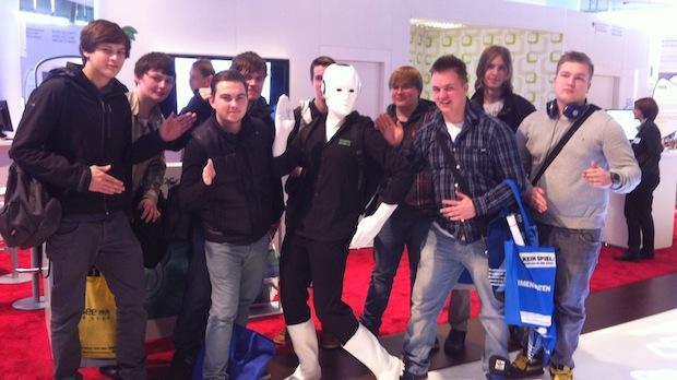 Gruppenfoto mit Roboter-Pose