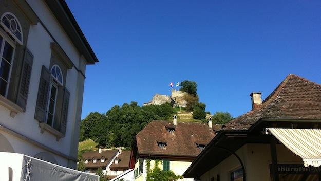 Hoch oben -  die Lenzburg