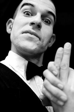 Elias Liermann Elastisch Pantomime hand Pistole