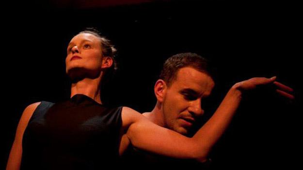 Liebes Duett metroccolis-love-duet-corporeal-mime-berlin-arm