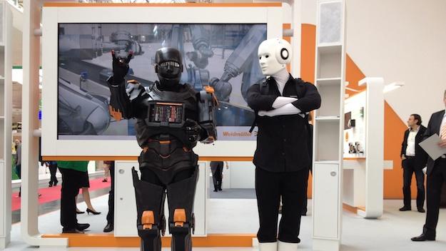 Roboter Walk Act Messe Hannover HMI 2014 U-remote und Maschinenmensch