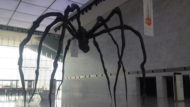 Viel Kunst: Eine große Spinne in der Lobby des Convention Centers