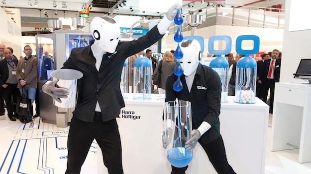 Messe Show Interpack 2014 Wassertropfen Roboter
