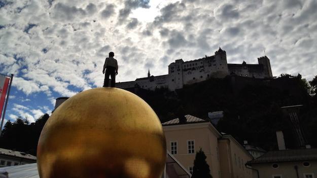 Der Mann auf der goldenen Kugel (Salzburg)