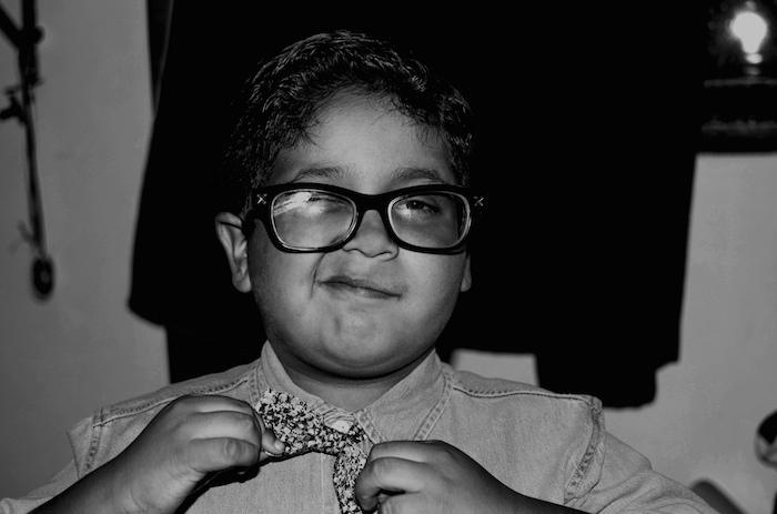 Für den Erfolg angezogen Kind Brille Fliege schwarz weiss