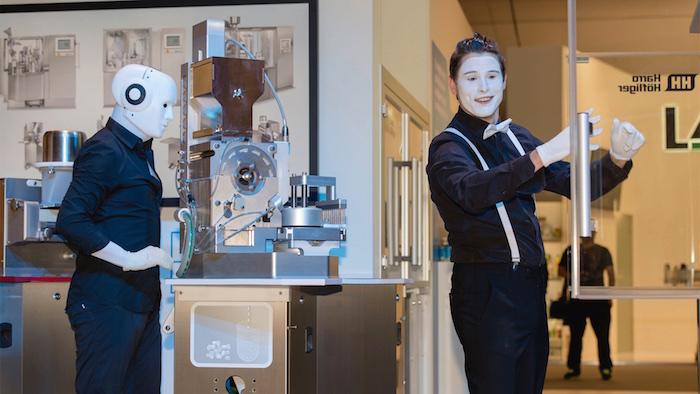 Messeshow Produktshow Achema pantomime roboter 2015  Maschine