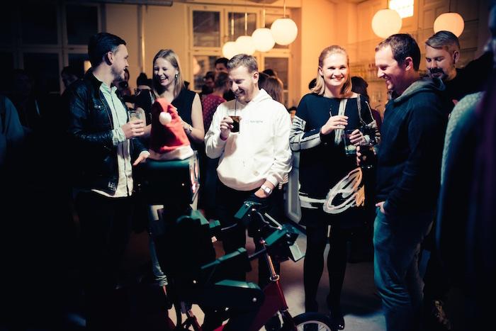 Weihnachtsfeier Party Berlin Künstler Roboter Act Twilio Berlin gruppe