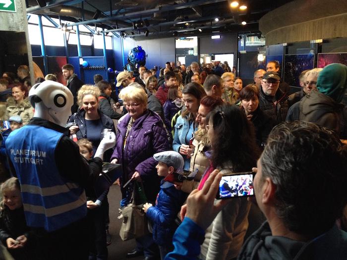 Planetarium Stuttgart Eröffnung mit Roboter