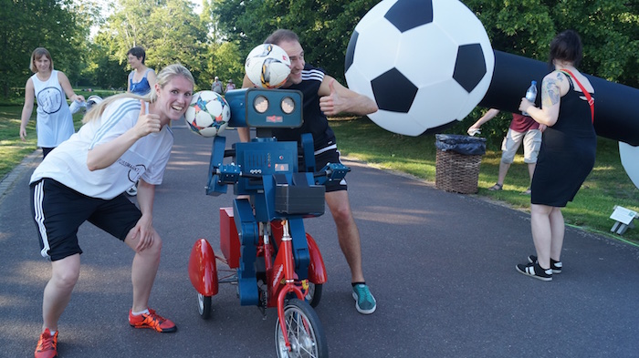 Ball Jonglage zur Fußball EM 2016