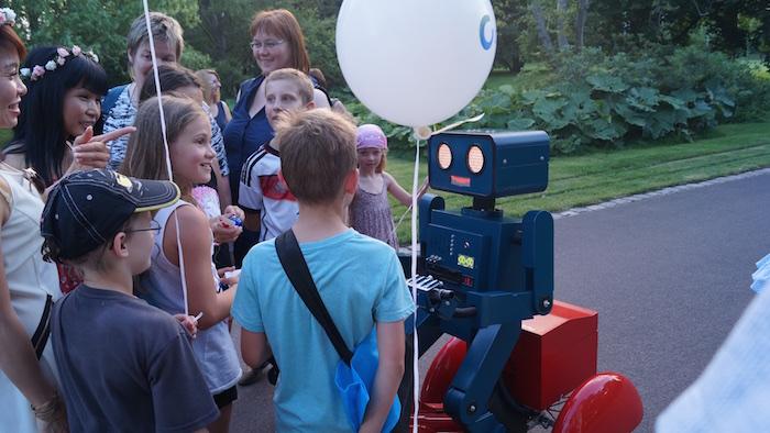 Künstler Sommerfest Roboter auf Fahrrad hugo Kinder Ballon