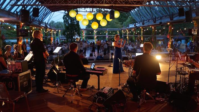 """Blick auf die Bühne """"Blütensaal"""" aus dem Backstage"""