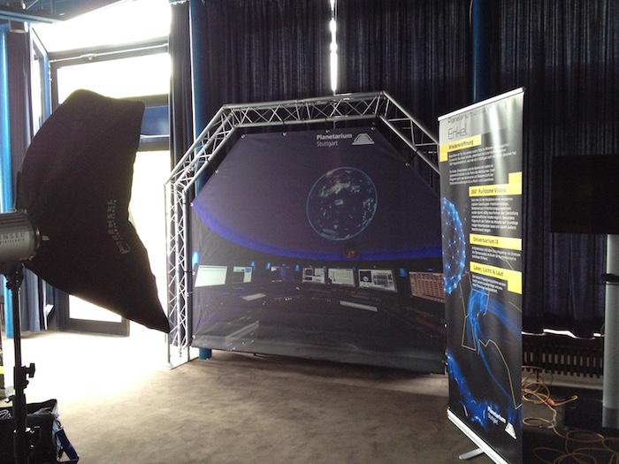 Kontrollraum Planetarium als Fotohintergrund