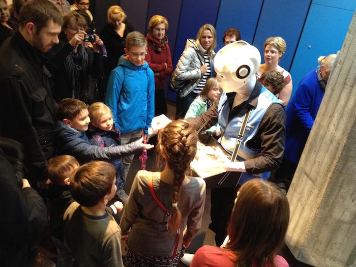 Pantomime Roboter  im Planetarium Stuttgart