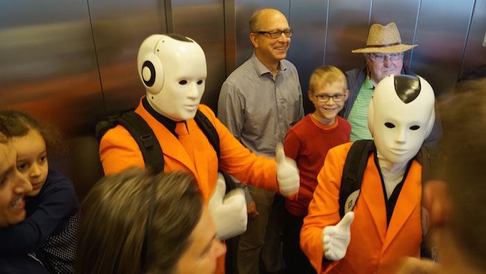 Witzige Situationen im Fahrstuhl