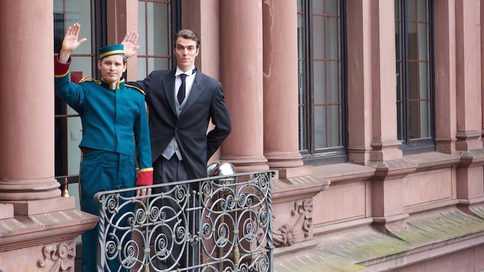Die Mimen Lukas und Merlin als Page und Moderator