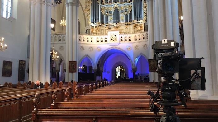 ard-fernsehgottesdienst-luther-uebersetzt-bibel-kirche-leer