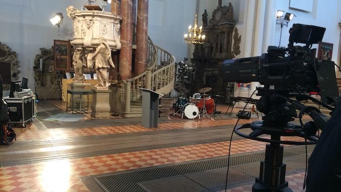 fernsehgottesdienst-luther-uebersetzt-bibe-kamera-kirche