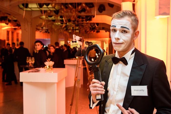 Pantomime Künstler Weihnachtsfeier Mime gentleman mobile Fotobox Saturn Mime Metalldetektor