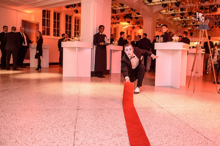 Pantomime Künstler Weihnachtsfeier Mime gentleman mobile Fotobox Saturn Mime Mini Roter Teppich