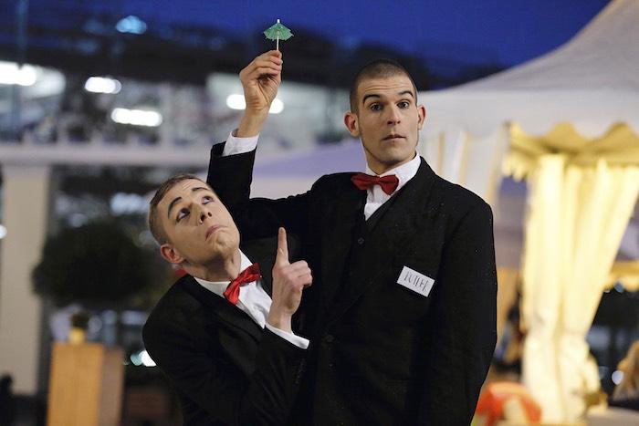 pantomime-visual-comedy-butlers-mini-regenschrim-cocktail-schirmchen-regen-wustermark