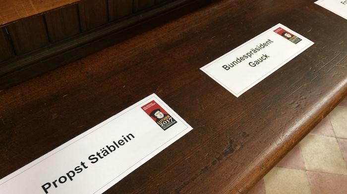 platzkarten-probst-staeblein-bundespraesident-gauck-ard-fernsehgottesdienst-luther-uebersetzt-bibel