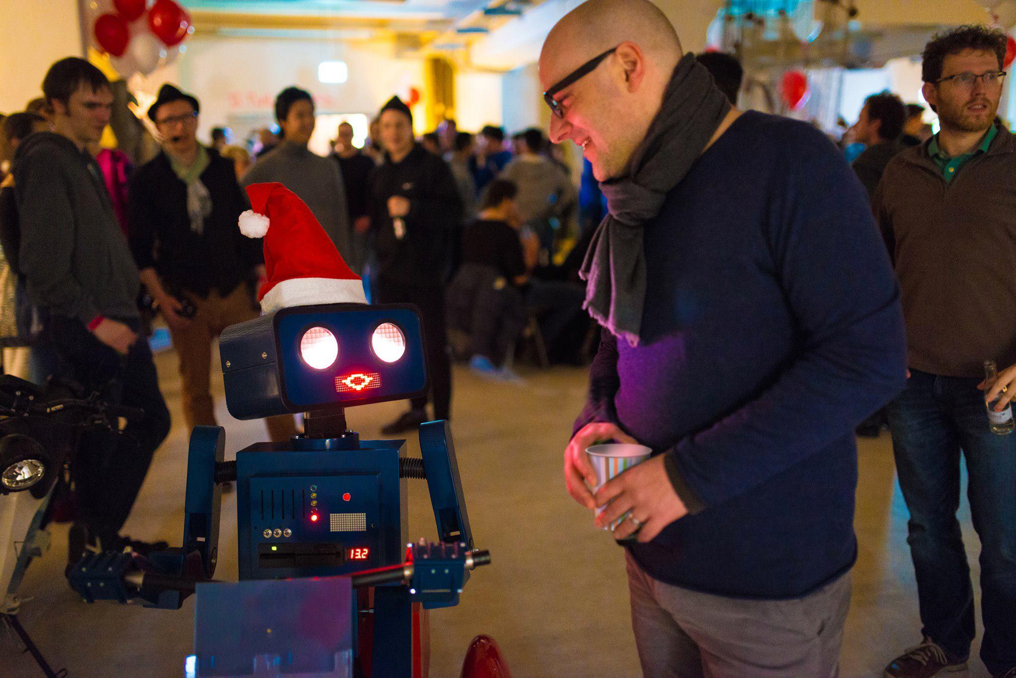 2015-12-10 Hugo Twillio Winterparty Weihnachtsmann Mütze kaffeebecher