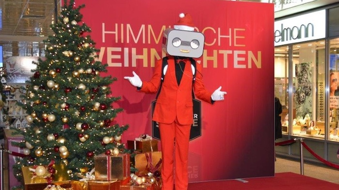 Robot Walkabout Steve Machine Mall Shopping Center chritsmas rot Weihnacht Bühne
